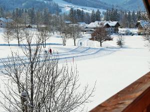 Blick auf Ruhpoldinger Langlaufloipe vom Landhaus Heinrich