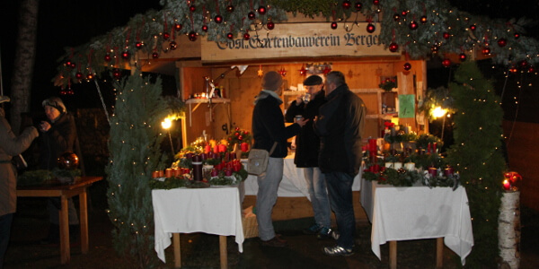 Glühweinstand, Adventsmarkt in Bergen