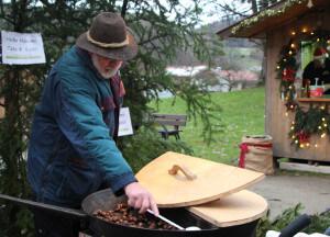 Maronibrater auf dem Adventsmarkt in Bergen