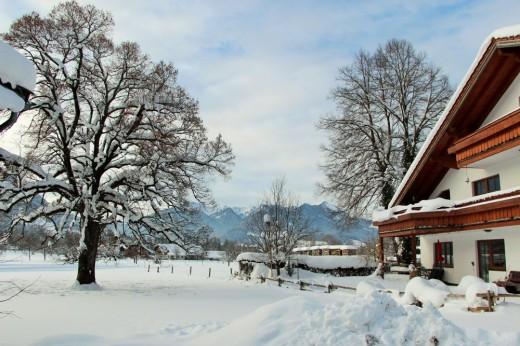 Winter beim Landhaus Heinrich in Ruhpolding