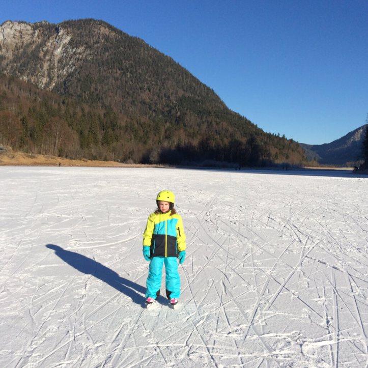 Eislaufen auf dem Weitsee bei Ruhpolding